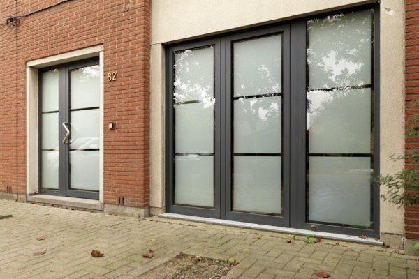 aluminium voordeur kontich met poort
