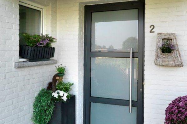 aluminium deur met T-stijlen