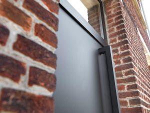 aluminum-vlakke-voordeur-met-gelakte-deurtrekker
