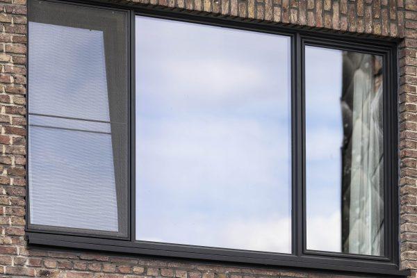 Steellook raam met vliegenraam