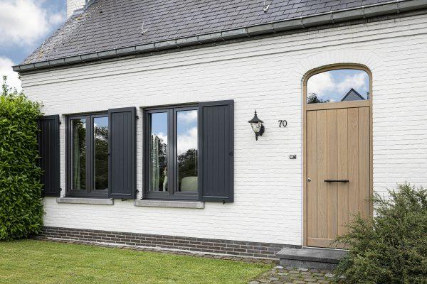 pvc ramen en houten voordeur